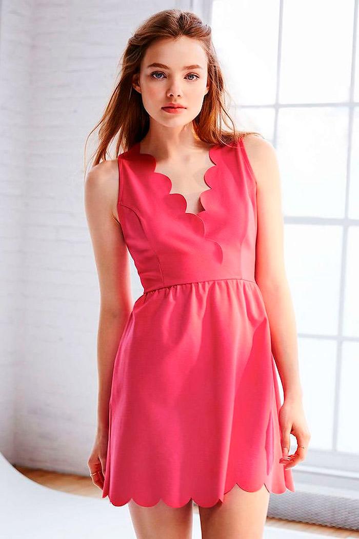 Летнее платье с фестонами по низу и горловине