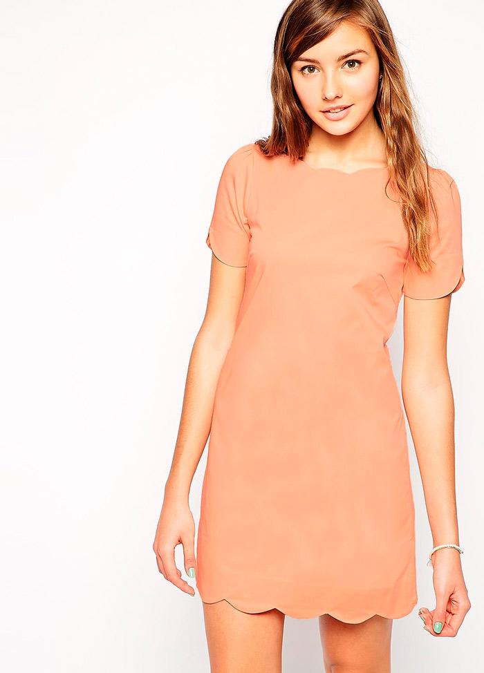 Прямое платье с фестонами по горловине, рукавам и низу