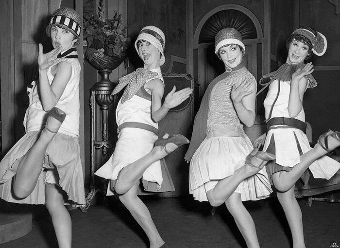 Платья в стили торсо