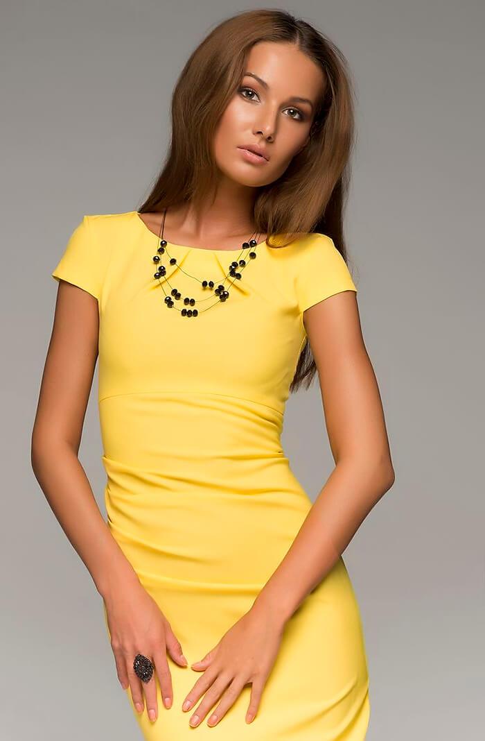 Жёлтое платье футляр