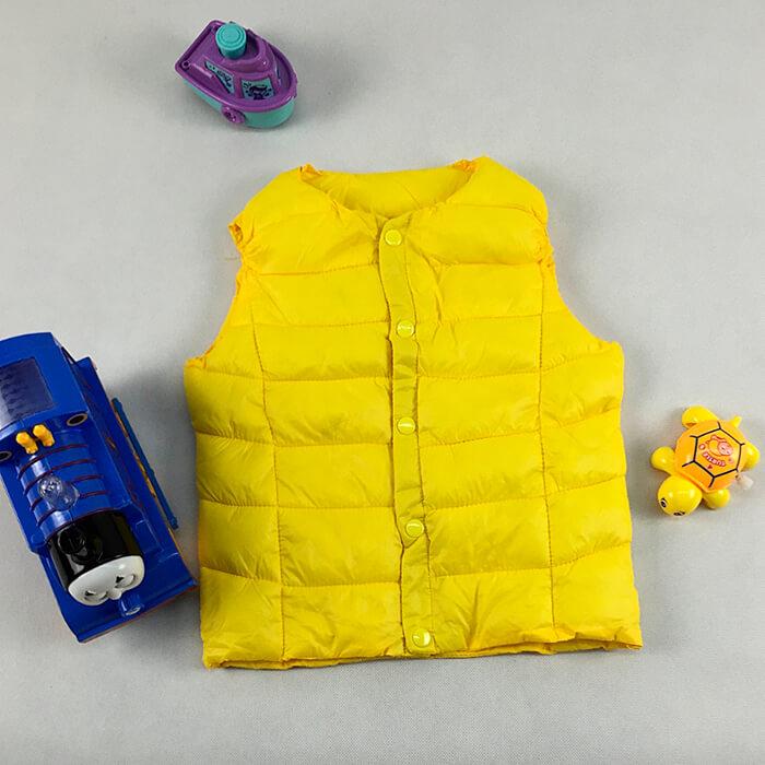 Жёлтый жилет на кнопках