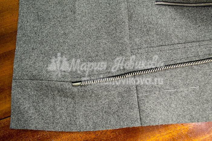 Куртка с косой молнией и притачным поясом по низу