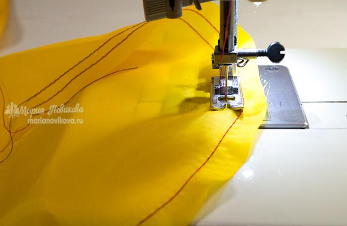 Проложить строчки по окату рукава подкладки