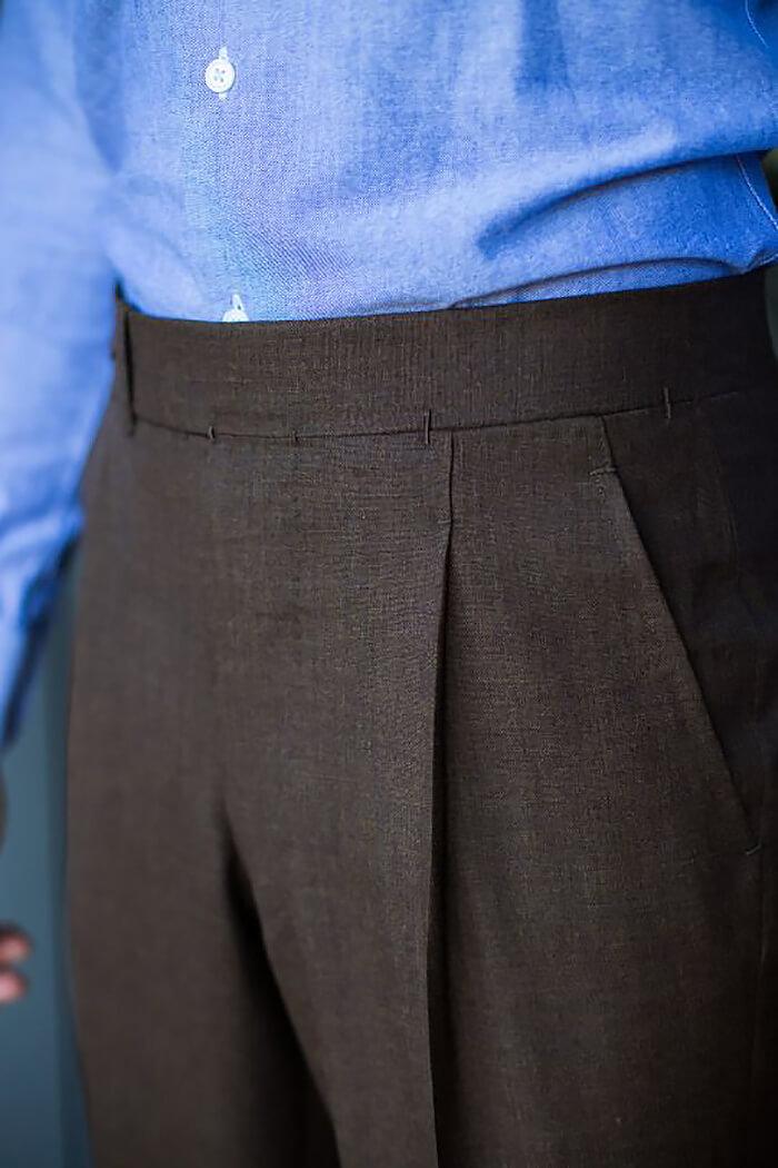 Пояс в брюках без застёжки спереди