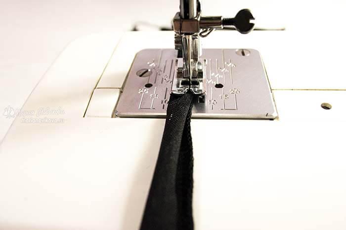Подогнуть срезы и прострачить шлёвки