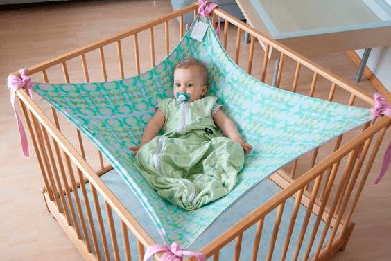 Удобный плед-гамак в кроватку для малыша