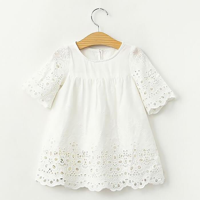 Белая блузка из хлопковой ткани