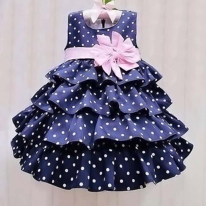 Платье с оборками в горошек
