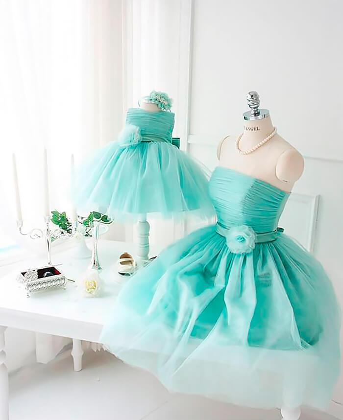 Нежные платья из фатина для мамы и дочки