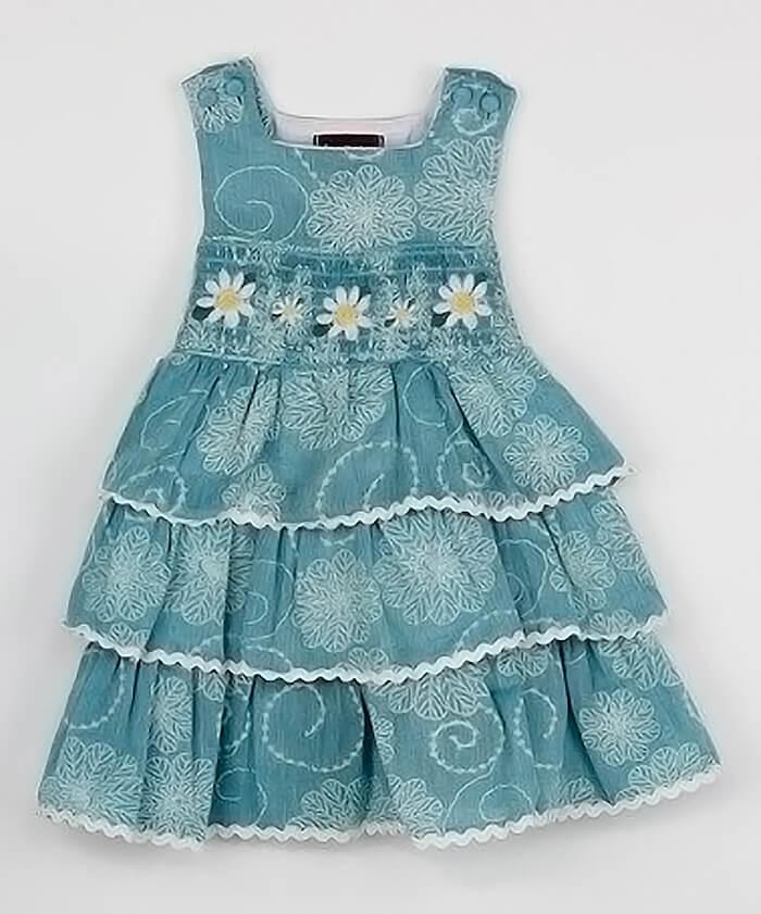 Платье с оборками и ромашками