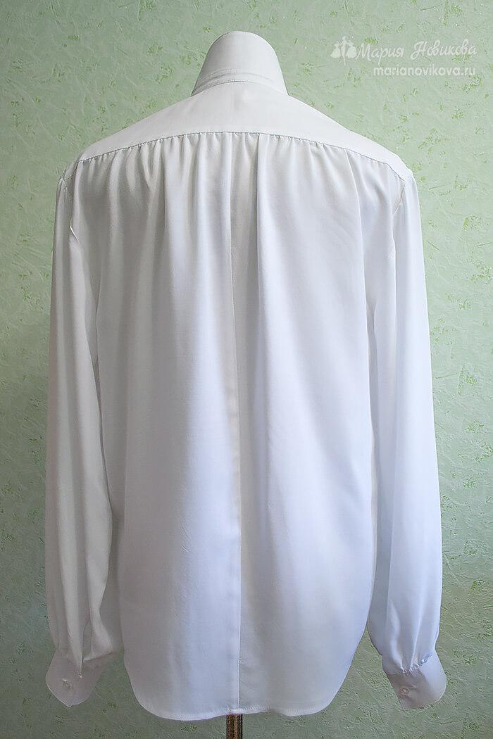 Вид мужской рубашки сзади