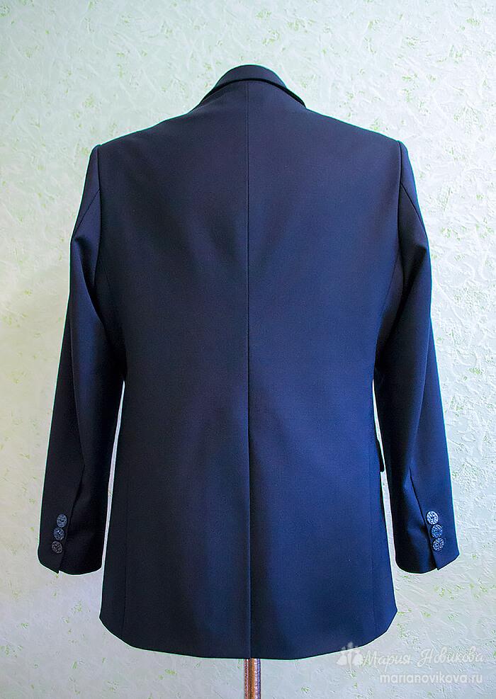 Мужской пиджак со шлицей по спине