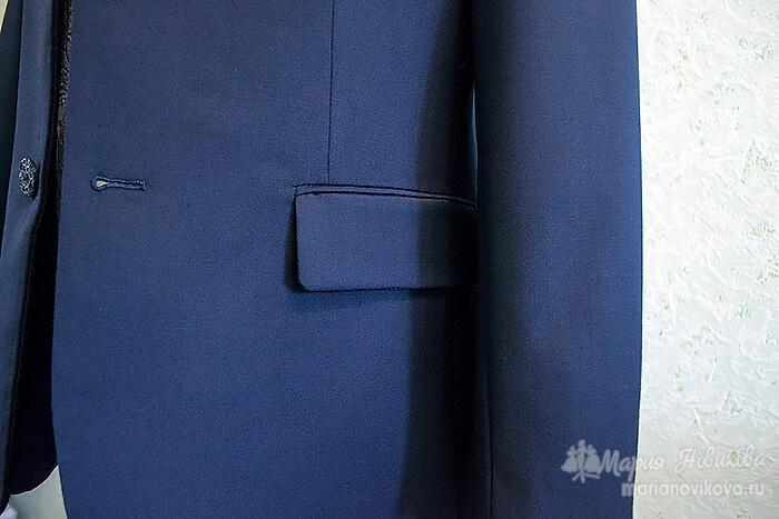 Прорезной карман с клапаном в мужском пиджаке