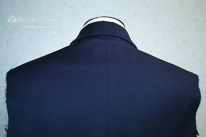 Воротник в мужском пиджаке вид сзади
